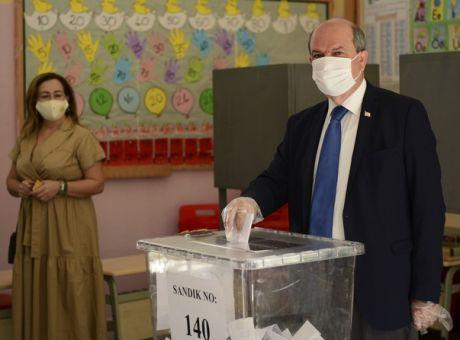 """Προηγείται ο """"εκλεκτός"""" του Ερντογάν στα κατεχόμενα"""