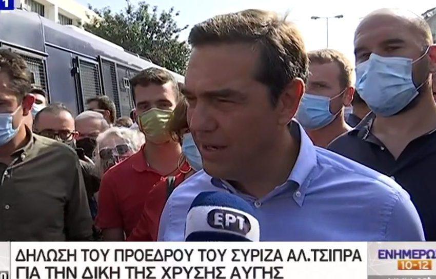 Τσίπρας έξω από το Εφετείο: Ο λαός της Αθήνας δίνει την ετυμηγορία του