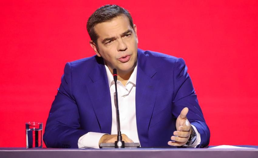 "Kόντρα ΣΥΡΙΖΑ-Μαξίμου για το ""σκονάκι""- Ποια ΜΜΕ το δημοσίευσαν και ποιοι ζήτησαν συγγνώμη από τον Αλ.Τσίπρα"