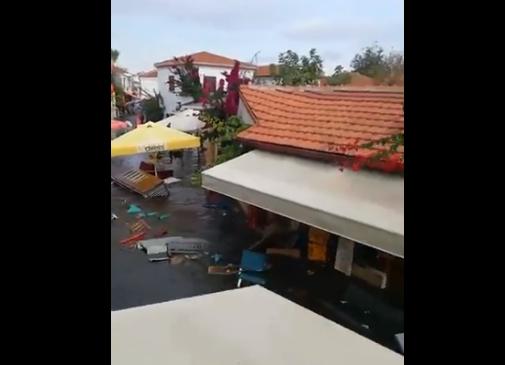 Τσουνάμι χτύπησε την Σμύρνη (vid)