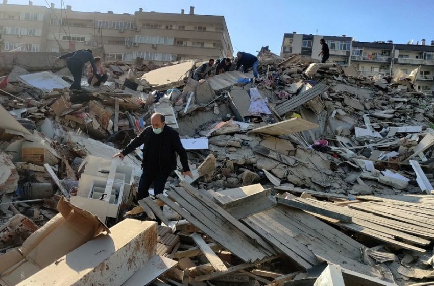 Σμύρνη: Αυξάνονται οι νεκροί – Μάχη με το χρόνο στα ερείπια (vid)