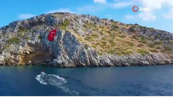 Τούρκοι ύψωσαν τεράστια τουρκική σημαία απέναντι από τα Ίμια (vid)