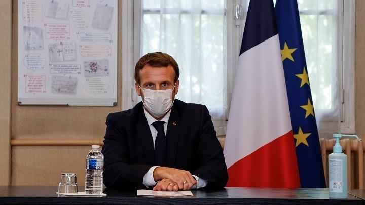 Μακρόν: Θα ζούμε με τον ιό τουλάχιστον έως το καλοκαίρι του 2021