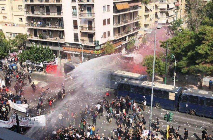 """""""Αυτογκόλ"""" της ΕΛ.ΑΣ: Ούτε από τις νέες φωτογραφίες προκύπτει ότι τα ΜΑΤ δέχτηκαν επίθεση στο Εφετείο (pics)"""