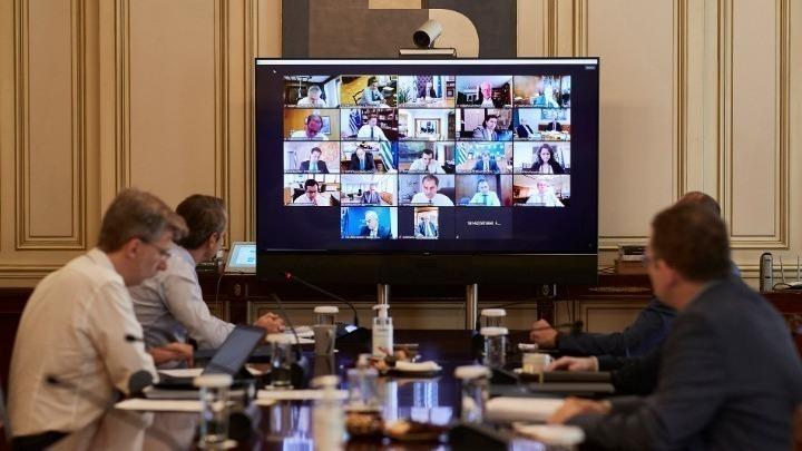 """Σε εξέλιξη το υπουργικό συμβούλιο με όλα τα """"καυτά"""" θέματα της ατζέντας"""