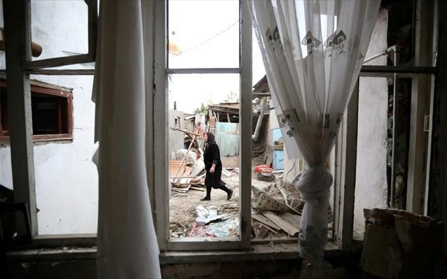 Ναγκόρνο Καραμπάχ: Αρμένιοι πυρπολούν τα σπίτια τους για να μην πέσουν στα χέρια των Αζέρων