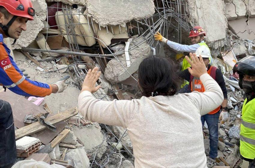 Μάχη με το χρόνο δίνουν οι διασώστες στην Τουρκία – 51 νεκροί, σχεδόν 900 τραυματίες