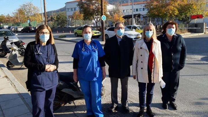 Δράμα: Τιτάνια η προσπάθεια για τη νοσηλεία των ασθενών με κοροναϊό – Τι λέει η διοικήτρια του νοσοκομείου
