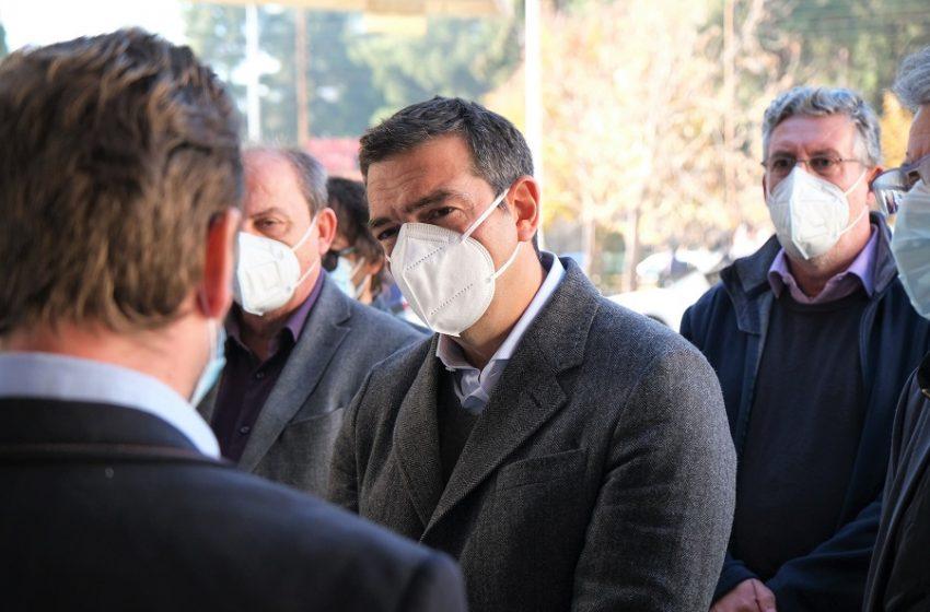 Ο Αλ. Τσίπρας στο νοσοκομείο Δράμας: Τεράστιες ευθύνες για τις σκηνές βόρειας Ιταλίας – Να σταματήσουν να πανηγυρίζουν οι υπουργοί (vid)
