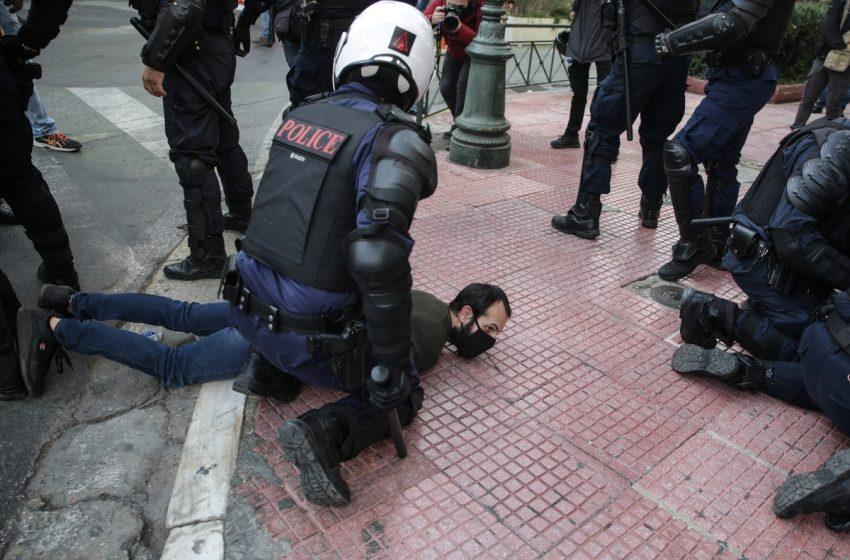 """Ανακοινώσεις """"καταπέλτης"""" για την αστυνομική βία – Επίθεση ΝΔ σε ΣΥΡΙΖΑ, ΚΚΕ, ΜέΡΑ 25 – Υπ. ΠΡΟΠΟ: Κανένα όργιο βίας"""
