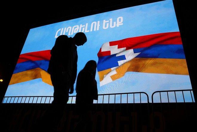 """Ναγκόρνο Καραμπάχ: Συνθηκολόγηση της Αρμενίας με """"υπογραφή"""" Πούτιν"""