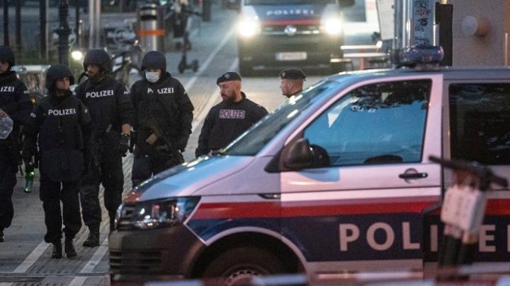 Επίθεση στη Βιέννη: Πέντε νεκροί, τέσσερις πολίτες και ο δράστης – Κινδυνεύει η ζωή επτά τραυματιών