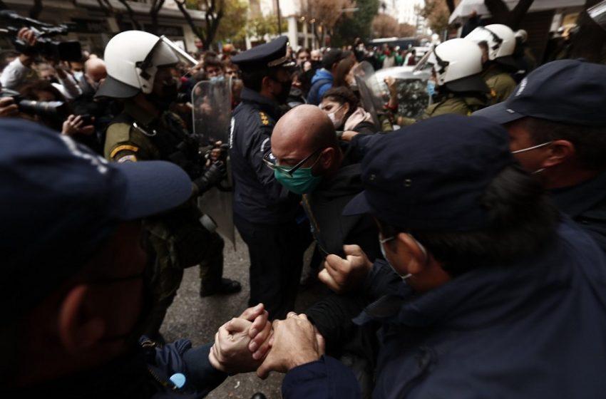 """Χρονικό: Όλα όσα αμαύρωσαν την ιστορική επέτειο του πολυτεχνείου – Πώς δημιούργησαν υγειονομική """"βόμβα"""" στο κέντρο της Αθήνας"""