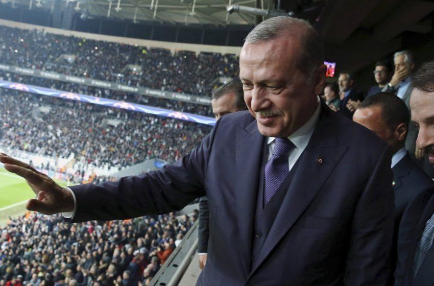 Cumhuriyet: Άγριο ξύλο στο παλάτι του Ερντογάν