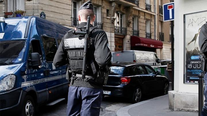 """Γαλλία: Βίαιη σύλληψη από αστυνομικούς – """"Με φώναζαν βρωμοαράπη"""" – Σοκαρισμένος δηλώνει ο Μακρόν (vid)"""