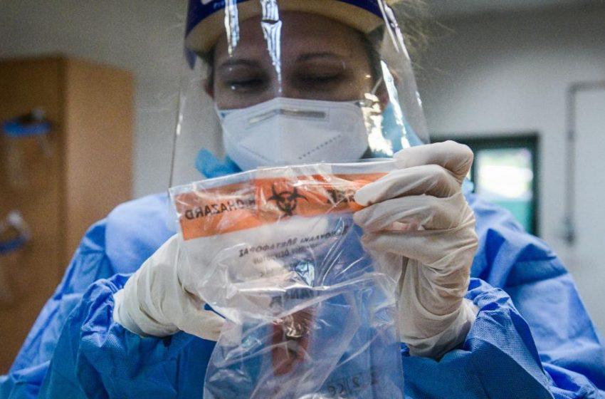 Οργή των Ιατρικών Συλλόγων για τις δηλώσεις Πέτσα: Φταίει η κυβέρνηση, 170 γιατροί είναι έτοιμοι…