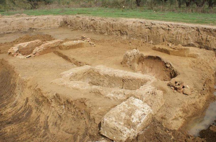 Hλεία: Στο φως 8 αρχαίοι τάφοι