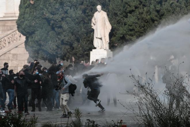 Καρέ -καρέ η επίθεση της αστυνομίας κατά της συγκέντρωσης του ΚΚΕ (εικόνες, vid)