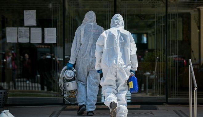 Συναγερμός στον ΕΟΔΥ: Πολλά  κρούσματα σε γηροκομείο του Πειραιά
