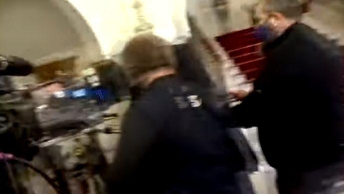 """Σάλος στην Κύπρο: Μητροπολίτης έβρισε δημοσιογράφο: """"Σκασμός, παλιάνθρωπε, είσαι χυδαίος"""""""