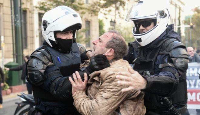 Πολυτεχνείο: Βία κατά βουλευτών καταγγέλλει ο Δ. Κουτσούμπας (vid & εικόνες)