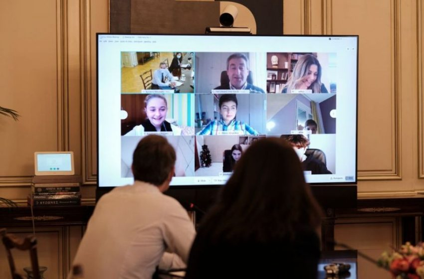 Τηλεκπαίδευση:Κάθισε πάλι στα θρανία ο Κυρ.Μητσοτάκης μαζί με μαθητές της ΣΤ΄Δημοτικού