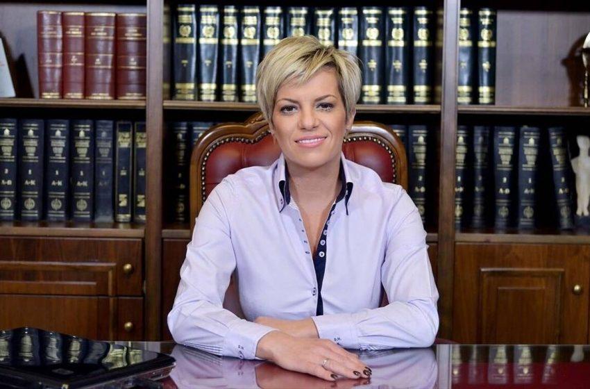 Απευθείας ανάθεση 290.000 ευρώ για μάσκες και αντισηπτικά στις φυλακές σε… μίνι μάρκετ – Τι απαντά η Σοφία Νικολάου