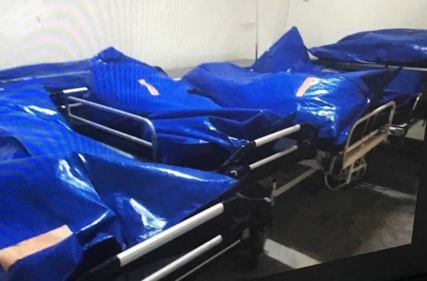 Φωτογραφία-ΣΟΚ: Σοροί νεκρών από κοροναϊό σε σακούλες εκτός ψυκτικών θαλάμων στο Βόλο