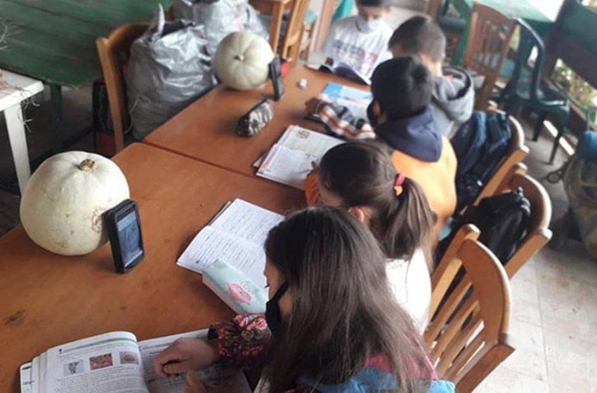 Μετά τον σάλο και την αντίδραση του Αλέξη Τσίπρα, η κυβέρνηση στέλνει λάπτοπ στους μικρούς μαθητές στην Ηλεία