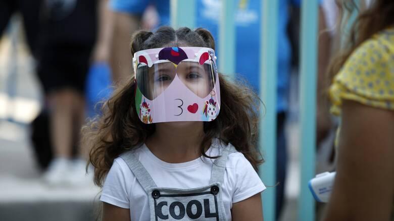 Οι ειδικοί αναρωτιούνται: Είναι απαραίτητες οι μάσκες στους εξωτερικούς χώρους;
