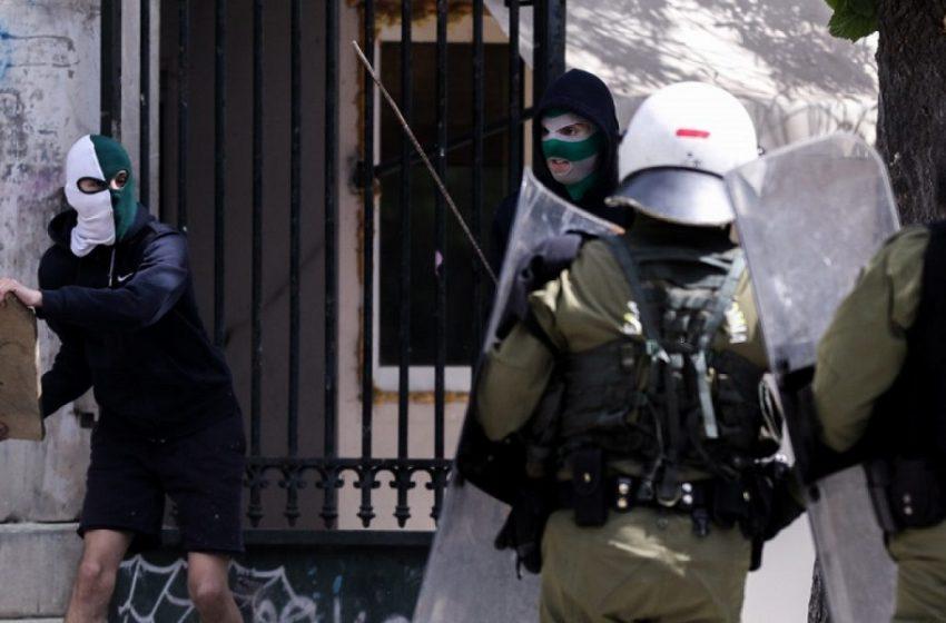 Επέτειος Πολυτεχνείου: Τεταμένη η κατάσταση μετά την απαγόρευση – Κάλεσμα σε πορείες, παρέμβαση εισαγγελέα – Μπήκαν στο ίδρυμα αντιεξουσιαστές (vid)