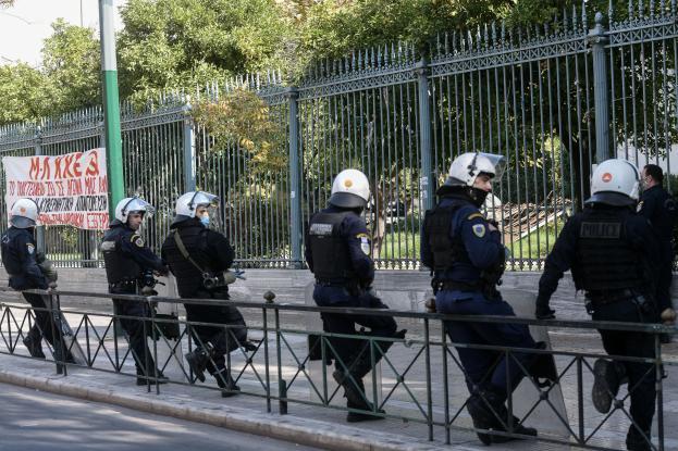"""Δεκάδες αστυνομικοί θετικοί στον κοροναϊό στην Αιτωλοακαρνανία- """"Φταίει ο συγχρωτισμός λόγω Πολυτεχνείου"""""""