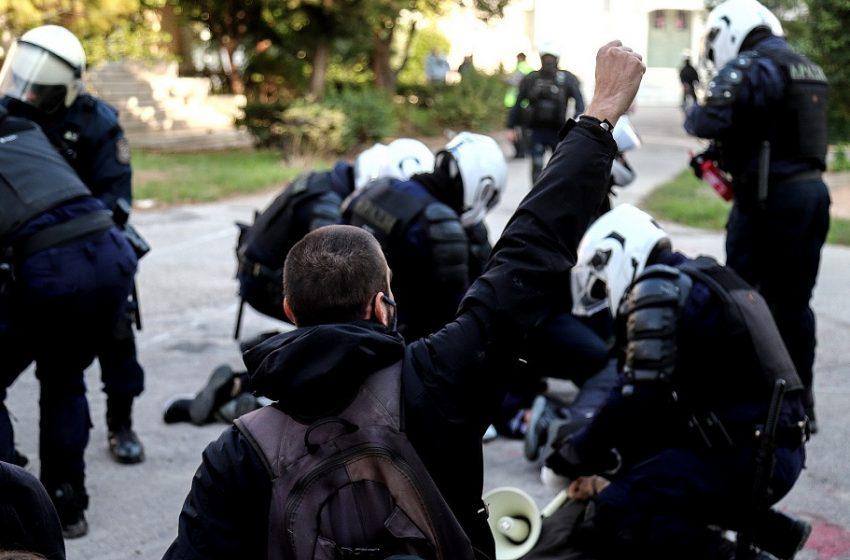 """Έφοδος στο Πολυτεχνείο: Οι σπουδαστές καταγγέλλουν τους αστυνομικούς για τις φθορές  – """"Δεν τρομοκρατούμαστε"""""""