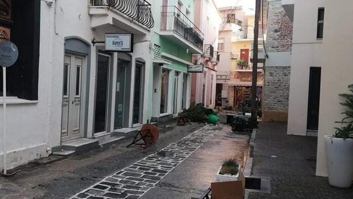 Σάμος: Σε κοντέινερς θα μεταφερθούν οι άστεγοι από το φονικό σεισμό