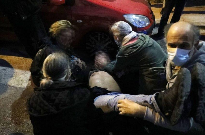 Σεπόλια: Εγκεφαλικό υπέστη ο πατέρας του φοιτητή – Το συγκλονιστικό βίντεο της σύλληψης με τις αντιδράσεις των κατοίκων – Τι απαντά η ΕΛΑΣ (vid)