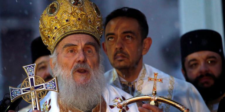 Στο νοσοκομείο με κοροναϊό ο Πατριάρχης Σερβίας- Είχε παραστεί στην κηδεία επισκόπου που πέθανε από Covid