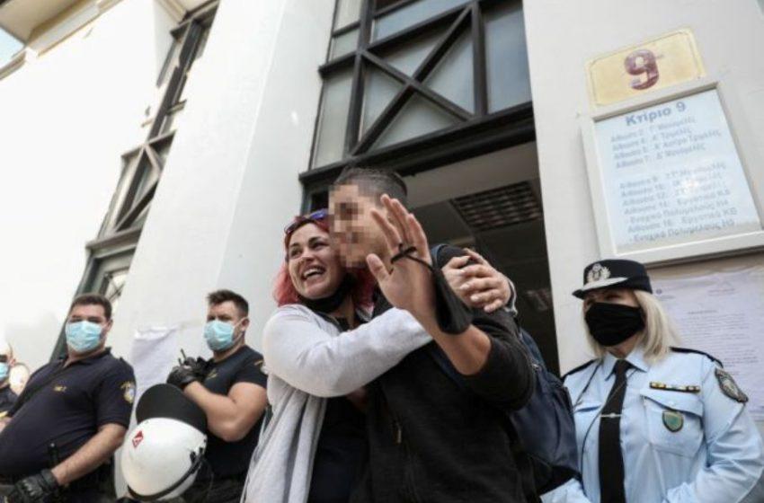 """Δικηγορικός Σύλλογος Πειραιά: """"Προκαλεί το κοινό αίσθημα η σύλληψη του 14χρονου μαθητή"""""""