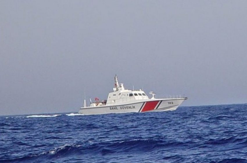 Μεγάλη επιχείρηση: Αναποδογύρισε πλοίο με τουρίστες