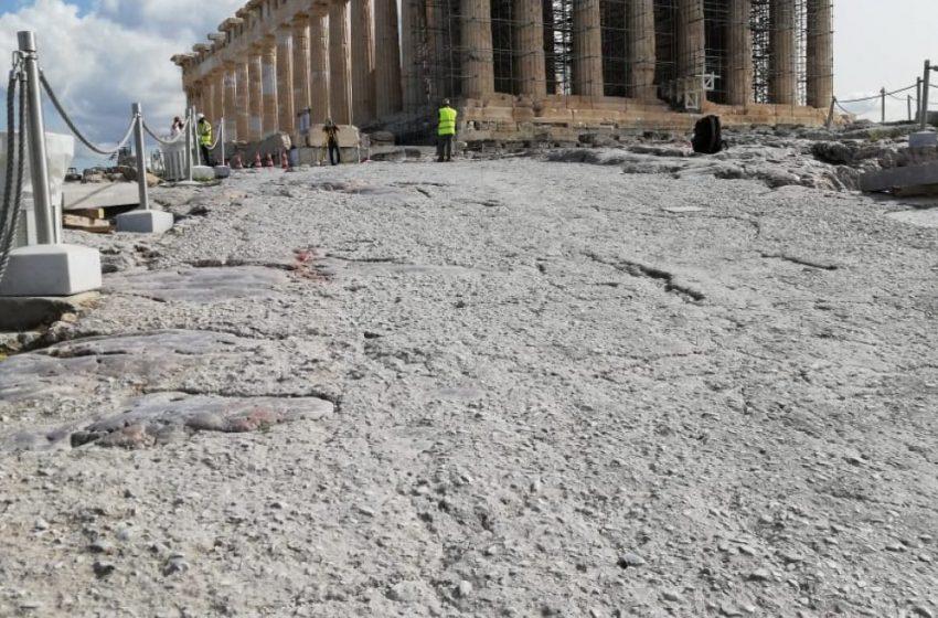"""ICOMOS FW: Οι παρεμβάσεις πάνω στο βράχο της Ακρόπολης των Αθηνών, με τη διάστρωση νέων επιφανειών με """"μπετόν αρμέ"""""""