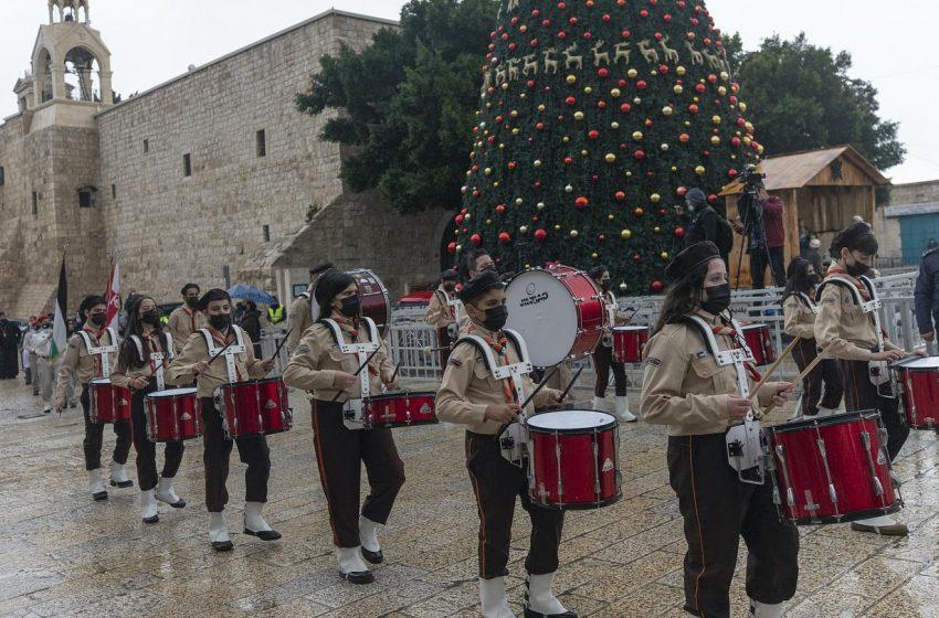 Χριστούγεννα : Ο εορτασμός από την Παναγία των Παρισίων μέχρι την Βηθλεέμ (vid)