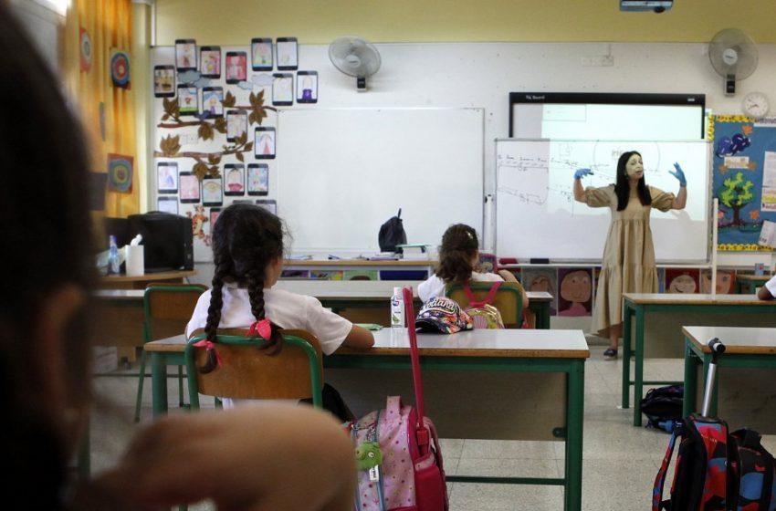 Τα δεδομένα στις αρχές του έτους θα κρίνουν το άνοιγμα των δημοτικών σχολείων