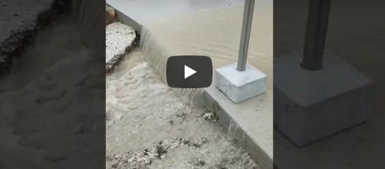 Θλιβερές εικόνες: Πλημμύρισε η τσιμεντωμένη Ακρόπολη (vid)