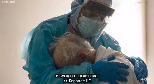 """Γιατρός που δουλεύει συνεχώς επί 254 μέρες αγκαλιάζει ασθενή – """"Πραγματικά χρειάζονται κάποιον"""" (vid)"""