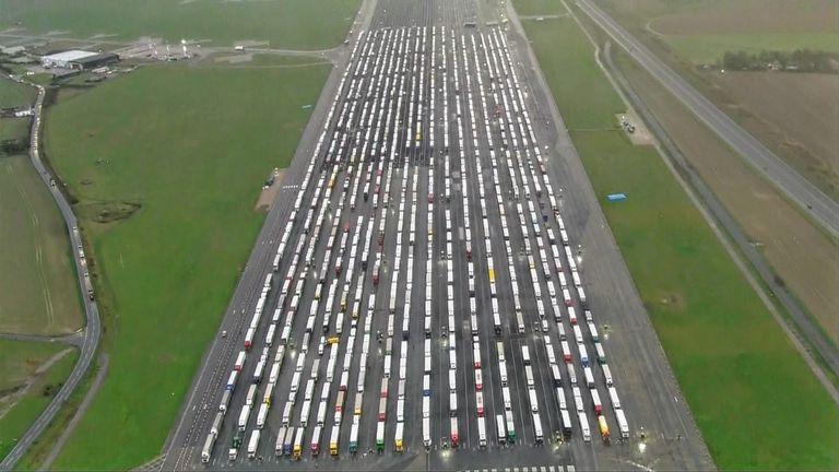 Ντόβερ: Χριστούγεννα στο δρόμο για χιλιάδες οδηγούς φορτηγών (vid)