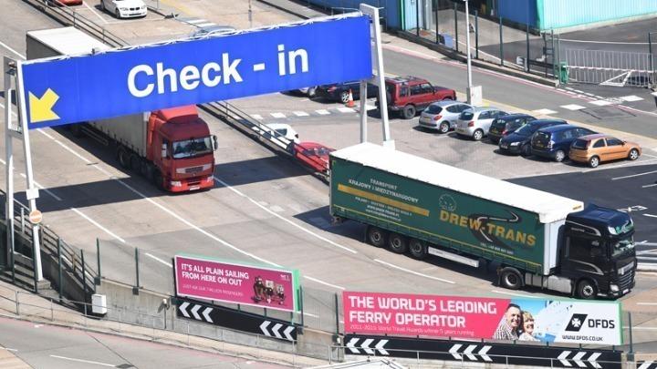 Βρετανία: 36 οδηγοί νταλίκας που είχαν ακινητοποιηθεί στο Κεντ, θετικοί sτην covid-19