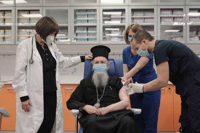 Εμβολιάστηκε και ο πρώτος ιεράρχης, ο Μητροπολίτης Ναυπάκτου Ιερόθεος