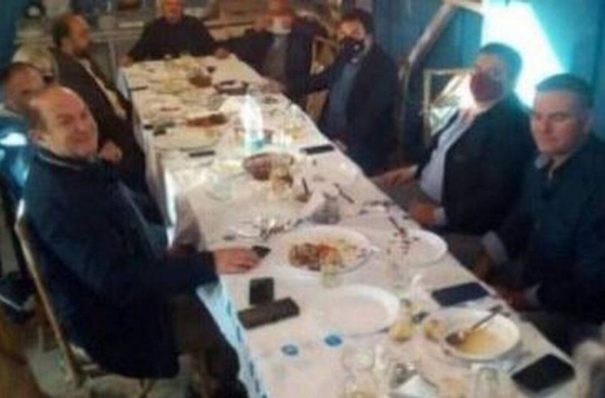 Οργή για το τραπέζωμα 12 ατόμων με τη συμμετοχή δημάρχου και αντιδημάρχου στον Πύργο Ηλείας