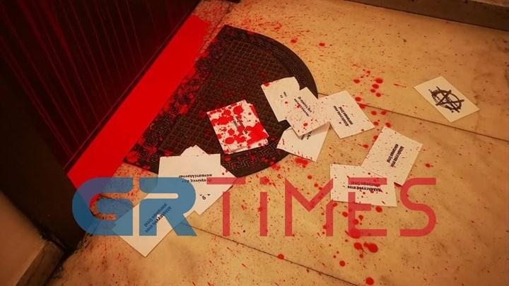 Πέταξαν μπογιές στο γραφείο του βουλευτή της ΝΔ Στράτου Σιμόπουλου (εικόνες)