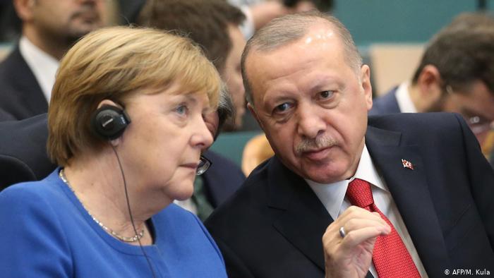 Nέα συμφωνία για το προσφυγικό ζητά ο Ερντογάν από τη Μέρκελ
