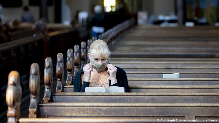 """Γερμανία: Αντιπαράθεση για τη λειτουργία των εκκλησιών- Κάποιες """"κόβουν"""" εισιτήρια, αντίθετοι οι επιδημιολόγοι"""